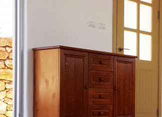 כיצד קומודות ושידות מעץ מלא יכולות לשפר את המראה של החדר